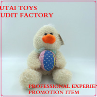 Audit factory plush duck with egg ball toys for super markt