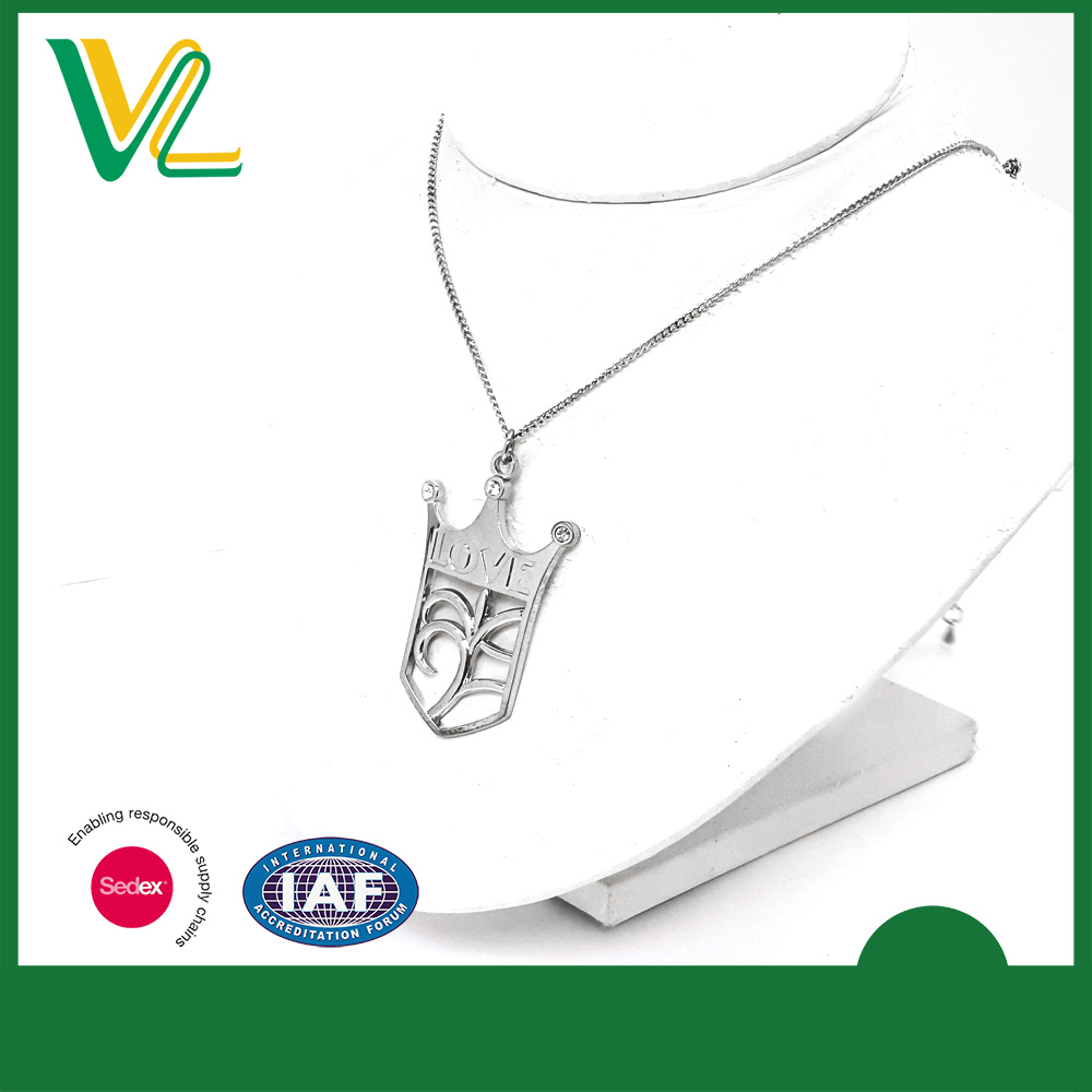 OEM high quality Zinc Alloy Nickel Free Queen Crown Metal Craft Lobster Claw Necklaces Pendant for teenagers