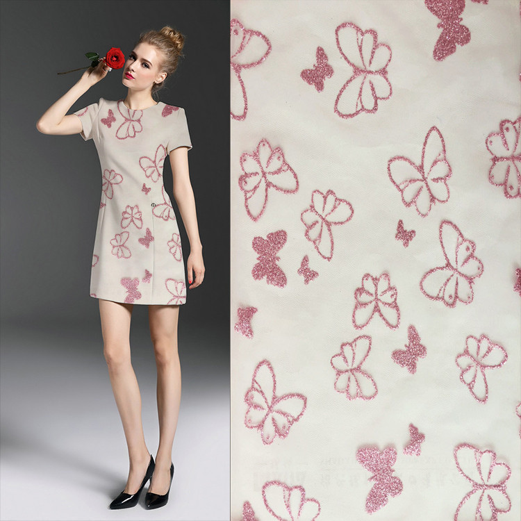 Teindre une robe rose
