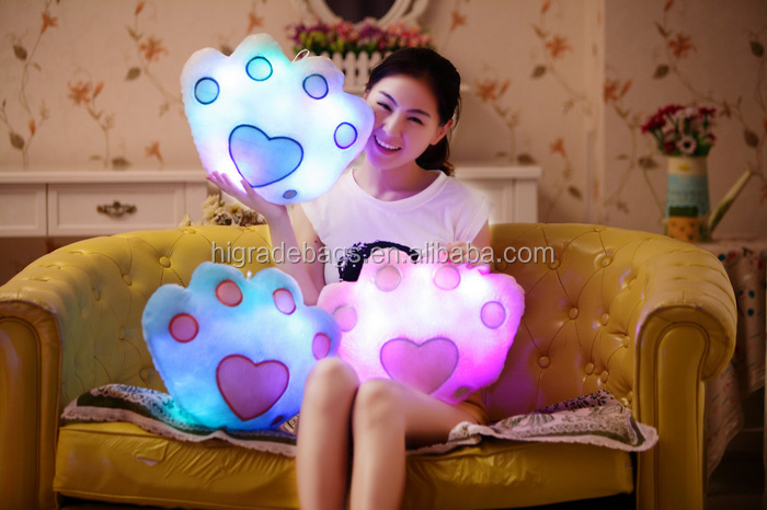 New Battery Powered Decorative Flashing LED Light Plush Pink Smiling Star Cushion Pillow