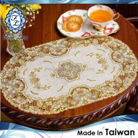 VINYL OVAL GOLDEN CROCHET PLACEMAT