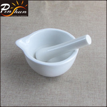 Porcelain mortar and pestle with spout