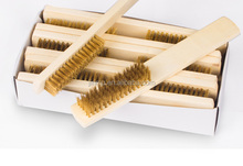 hot selling brass wire brush with wooden handle for cleaning metal surface
