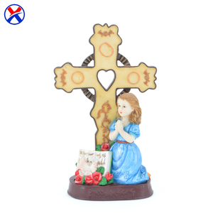 Wholesale resin praying girl figurine of polyresin cross