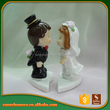 SGS Resin lovely wedding decorations kiss couple figurine