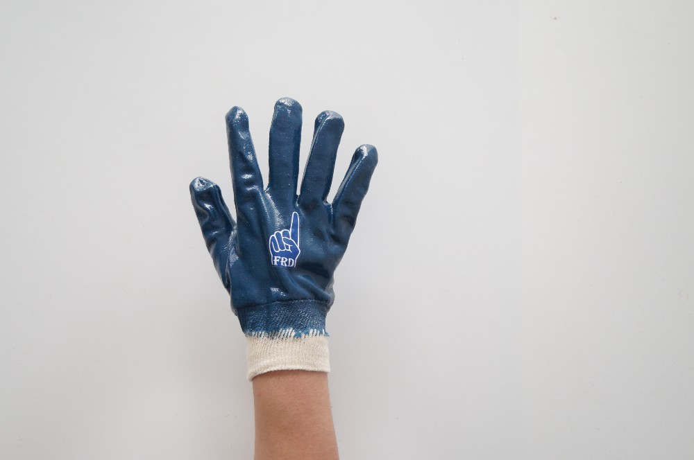 top fully nitrile coated gloves with safety cuff