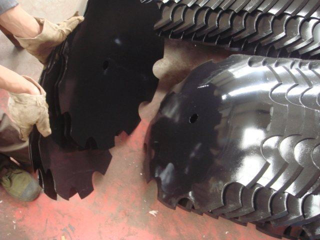 Notched Disc Harrow Blade 1 : Harrow disk blade smooth notched edge wavy coulter disc