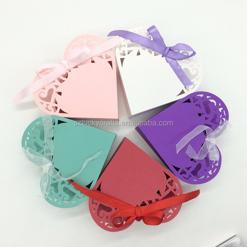 2015 Hot white,Pink,Red,Blue Purple Cute Heart Shape Laser Cut paper wedding candy box chocolate favour box baby shower gift box