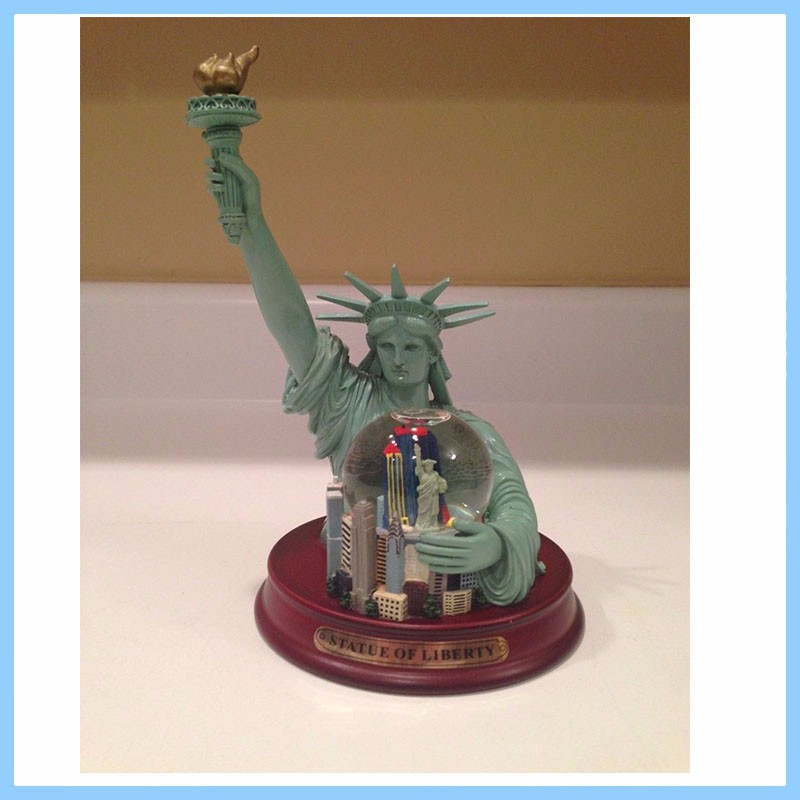 Resin The Statue of Liberty Snow Globe Crafts, Resin Figurines Statue Gift Snow Globe Crafts