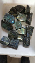 Natural flash labradorite tumble stones,polished semi precious healing gemstone