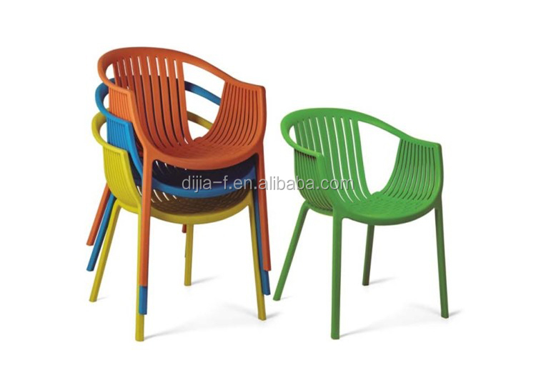 Modern Guangdong Furniture Cheap Plastic Party Table and Chairs for Sale