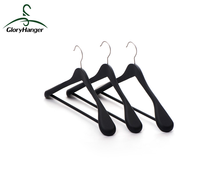 Wholesale Hot Fashion Deluxe Black Brand Wooden Clothes Hanger