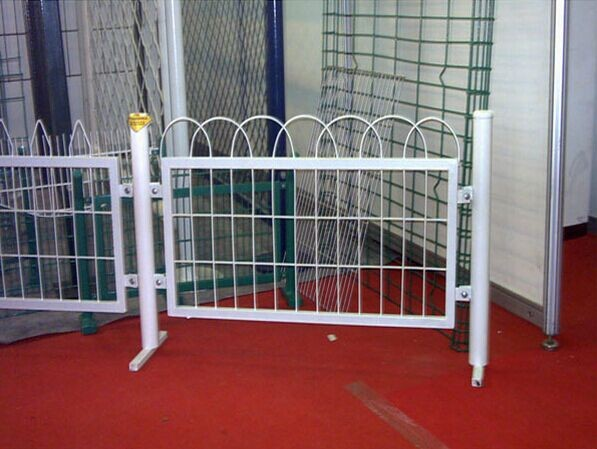 galvanized welded wire temporary fence panel for sale cheap steel mesh fence with concrete base and clamps fence