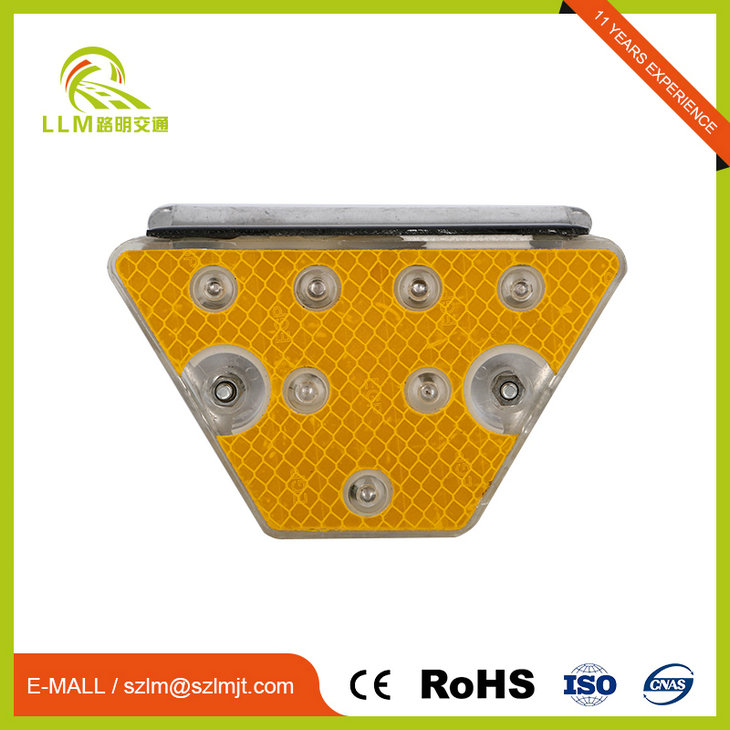 Customized LED light source roadside reflectors delineator