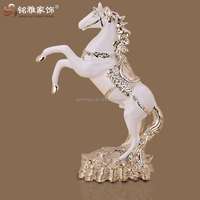 2016 best selling reading room decorative polyresin material lifelike horse figurine