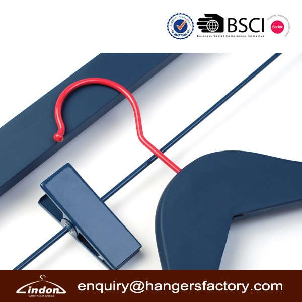Matt Navy blue painting red hook wood hangers for garment