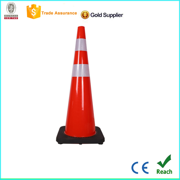 Alibaba gold supplier black base high visibily striking traffic cone