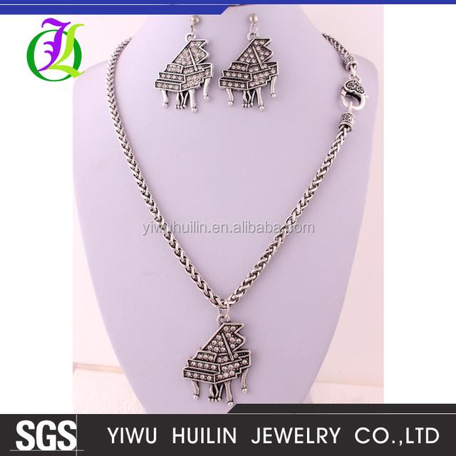 IMG 4984 Yiwu Huilin Jewelry Wholesale Diamond Piano Necklace & earing Fashion thin chain hot sale alibaba jewelry set for women