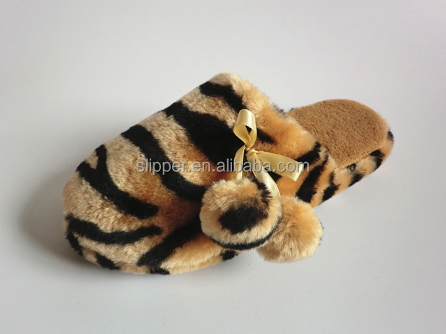 slipper women cheap promot animal pattern plush ladies indoot slipper girls sexy flat slipper shoes with pom-poms