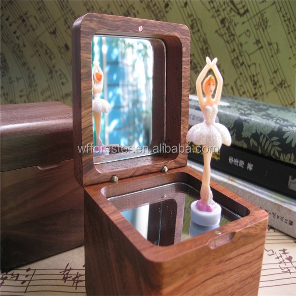 wholesale hot sale simple Wooden dancing music box