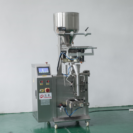 Low cost snacks packing machine