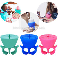 China factory price pink blue mix 8 color adjustable PVC packed nail ring Wearable silicone nail polish holder with ring