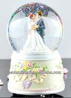Romantic bride rotation resin wedding favors snow globe