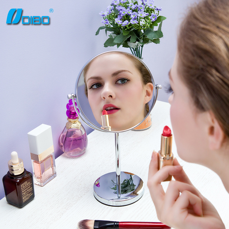 Durable double sided makeup mirror with light