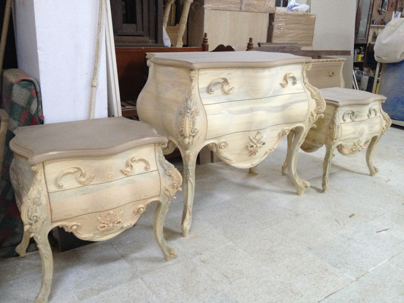 Classic Hand-Carved Bedroom Set