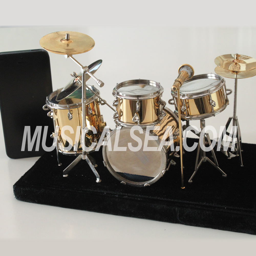 Miniature drum set and metallic ornament