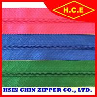 China supplier different color and size dresses fastener nylon zipper with pull
