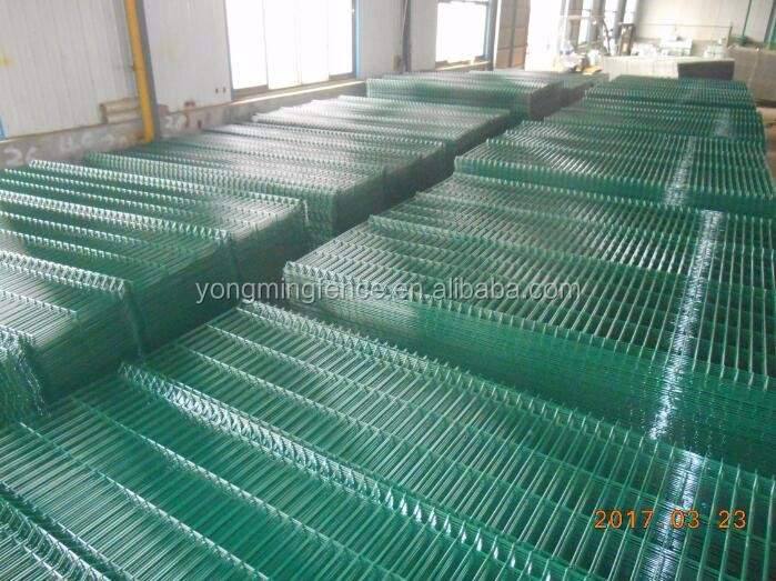 Beautiful safety powder coated 3 d folds welded safety wire mesh fence