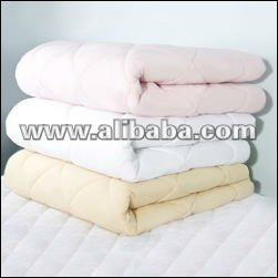 100% cotton, Poly/Cotton 52:48, Microfiber, 100% Poliester Quilts. Filling: hollow fiber, silicone, termobond, wool, down, fur