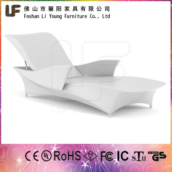 Luxury Luminous Outdoor Patio Beach Furniture Modern Garden Glowing LED Chaise Chairs Waterproof Armrest Sun Loungers China-made