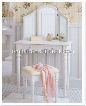 Cosmetic desk with mirror