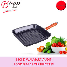 with FDA/LFGB/DGCCRF food non stic coating carbon steel 24x24x5cm square grill pan with fixing wood handle