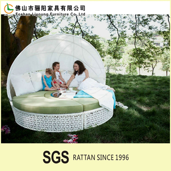 High Quality And Good Grade Outdoor Rattan Lounge bed wih Tent , Comfortable Easy To Clean Outdoor Garden Rattan Round Sofa Bed