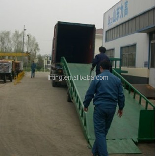 mobile container yard ramp with support leg