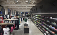Customized sportswear shop design sports shoes display cabinets and clothing display racks