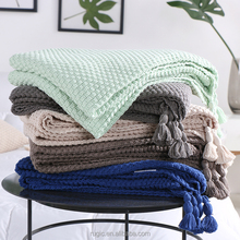 OEM High quality Luxury Sofa Throw Heavy Cotton Weave Knitted Yarn Dyed Solid Bright Color Blanket with Tassels