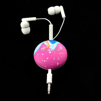 Magnet White Color Cheap Retractable Earphone With Mic For Mp3 / Mp4 Players and mobile phone