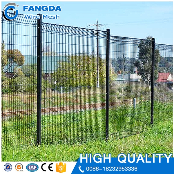 eco-friendly factory wholesale welded cyclone fence mesh