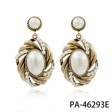 Hot Sell lady Oval Pearl Earrings Gold pearl dangle earrings