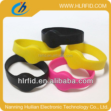 Custom Waterproof RFID Wristbands/NFC Silicone Bracelet/HF Wristlet for Sports, Events, Party and Access Control