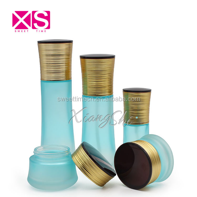 High quality cosmetic glass jar and bottle with cap and spray cosmetic bottle set