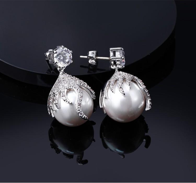Ladies earrings design picture