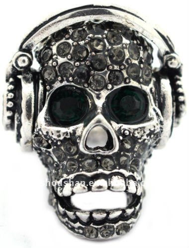 Hip hop skull stretch ring with earphone