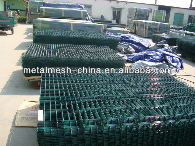 PVC COATED WIRE MESH FENCE /decorative wooden fence/gates and fence design