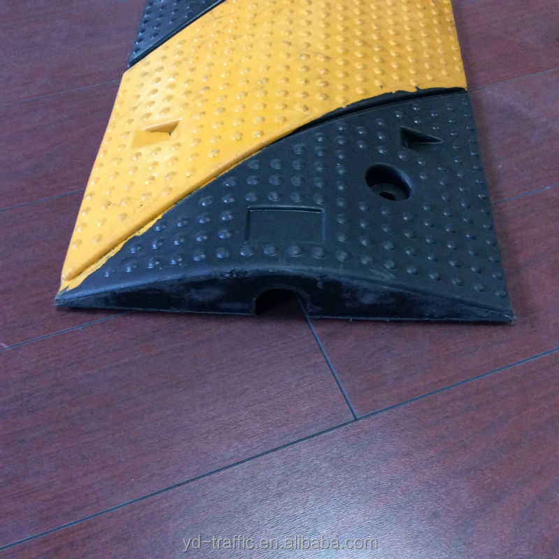Fix Article oblique 1 Channel Cable protector in rubber speed hump