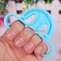 Plastic handy shopping bag handle